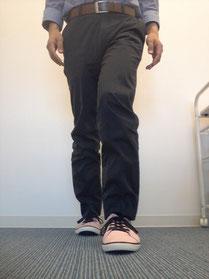 骨盤の歪んだ歩き方