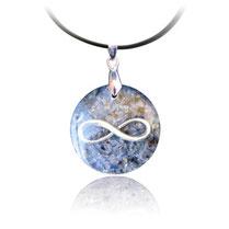 Amulette d'orgone avec cyanite