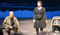 """La compagnie Faltazia jouant leur dernière pièce, """"La tectonique des nuages"""" au cimetière des bateaux de Lanester en 2013."""