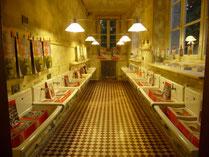 La librairie s'expose dans les anciens lavabos de l'école des filles.