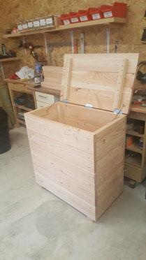 malle a jouets et caisse a bois de chauffage table de. Black Bedroom Furniture Sets. Home Design Ideas