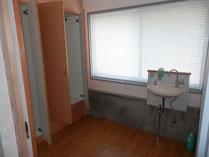 浴室を更衣室へ改装しました。