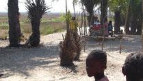 krankes Kind - Abfahrt mit Mototaxi