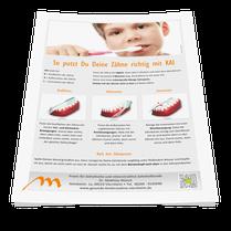 Mini-Plakat zum Aufhängen im Badezimmer: Richtiges Zähneputzen mit KAI. (© Doc S)
