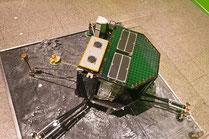 Die Landeeinheit Philae - ein 1:1-Modell in der Ausstellung Outer Space - Faszination Weltraum der Bundeskunsthalle (wikipedia, Raimond Spekking)