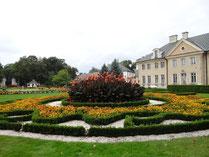 ザモイスキ宮殿のある庭園1