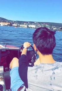 freaky finance, freaky travel, Zürich, Schweiz, Gastartikel, Zürichsee, Wasser, Ufer, Häuser, Boot, Kapitän