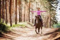Конные прогулки, уроки верховой езды, скидки