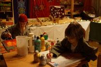 Kinder beim Malen im offenen Atelier