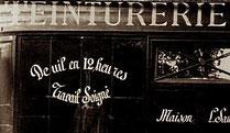 """""""Deuil en 12heures"""" sur la vitrine d'un teinturier"""