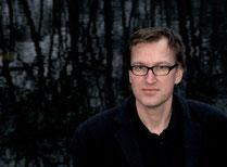 Axel Burkhardt: 'Der Basspoet' - verspielte Texte und verspielte Töne in der Mathilde - feat. Jan Heinemann