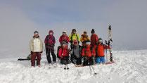 鍋倉山山頂にて。今日は10名の大パーティー。
