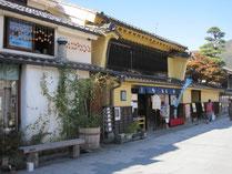 蔵造の商家が並ぶ柳町