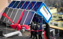 Foto Eröffnung Windrail C30 mit Photovoltaik Berlin Hochhaus der Gewobag Bildquelle Anerdgy AG www.anerdgy.com aus Rechtlichen Gründen sind die Gesichter verdeckt denn ich besitze nicht die 100% der Bildrechte sondern das Foto ist von Hersteller der Windk