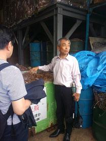 木材の廃材を活用してお湯をわかす取り組みをする松永日出男さん。