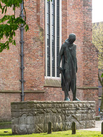 Bild: Das Denkmal: St. Georg und der Drache des Bildhauers Oswald Wenckebach