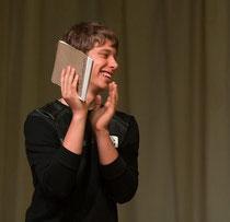 КОНСТАНТИН САВИНОВ -  победитель конкурса на звание лучшего юнкора на школе журналистики Intermedia
