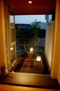 室内からの坪庭