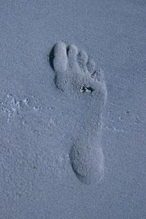 Lebensspuren, blaue Fußspuren