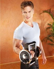 Sportler der mit einer Galileo Mano Med 30 Vibrationshantel trainiert