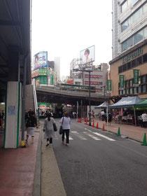 新宿駅南口からすぐの場所でした