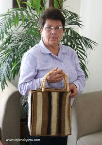 cartera tejida en ganchillo tunecino