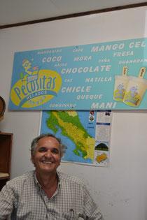 Luis en su fábrica de helados
