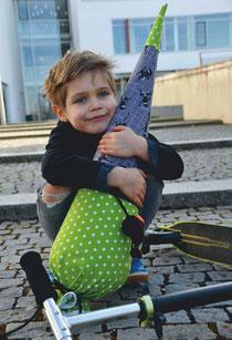 Bild: Junge mit AnfängerGlück Schultüte Ninja