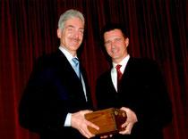 Auszeichnung IPG High Achiever 2005: Maurizio Gasperi und VP Michael Hoffmann