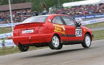 Karsten Ney - Mit dem Citroen Xsara am Ende der höchsten Rallycross-Sprungkuppe Europas ...