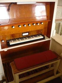 Orgel in Basdorf, Spieltisch