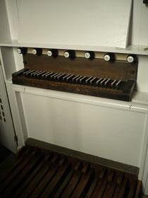 Orgel in Albertshausen, Spieltisch