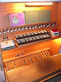 Orgel in Sachsenhausen, Spieltisch