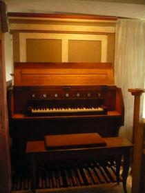 Orgel in Hüddingen, Spieltisch