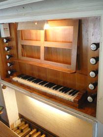Orgel in Buhlen, Spieltisch