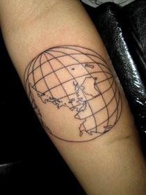 地球の地図タトゥー