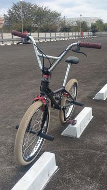 オリジナルパーツ装着の自転車の写真