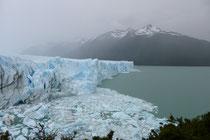 Es kracht und donnert alle paar Minuten, wenn Gletschereis abbricht.