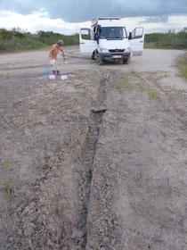 Das geht ohne fremde Hilfe dank GFK-Sandbleche und Allrad mit Diffsperre