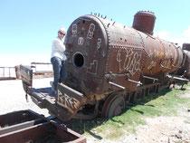 Am Eisenbahnfriedhof kraxeln wir auf alten Lokomotiven rum