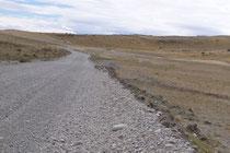 Zwei Straßen mit gleichem Ziel: Eine Schlechte und eine Gute, aber die Gute ist noch nicht befahrbar