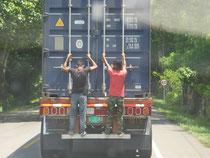 Schwarzfahrer gibt es auch in Kolumbien, ...