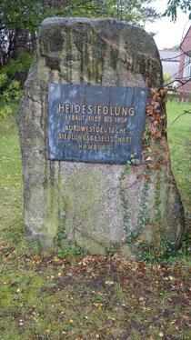 Heidesiedlung-Stein auf dem Gelände der Grundschule An der Heide