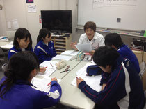 英語のテスト対策授業、全員の顔を直に見ながらするため、疑問点を絶対に残さない