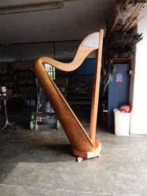 Il modello di arpa da concerto è disponibile da ora per gli arpisti  nello Show Room Elviotrolley