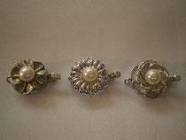 真珠ネックレスの部品一部。他にも種類がたくさんあります。修理・通し直し、お任せください
