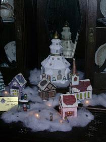 Ein beleuchtetes Weihnachtsdorf