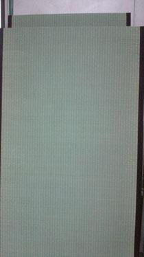 上の畳表(ござ)に、縁(へり)を付けて畳になりました!