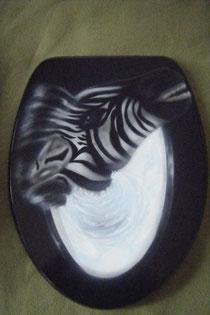 Airbrush auf Klodeckel,                                          Versiegelung: 2-komponenten Klarlack