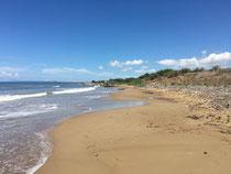 unberührter, weiter Strand bei Palouki
